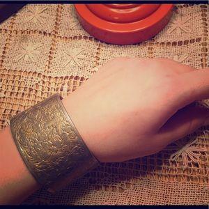 Vintage Cuff Bracelet 🌺✨
